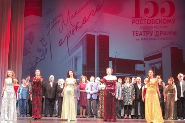 Первым стартом станет спектакль «Дачники» по роману М. Горького