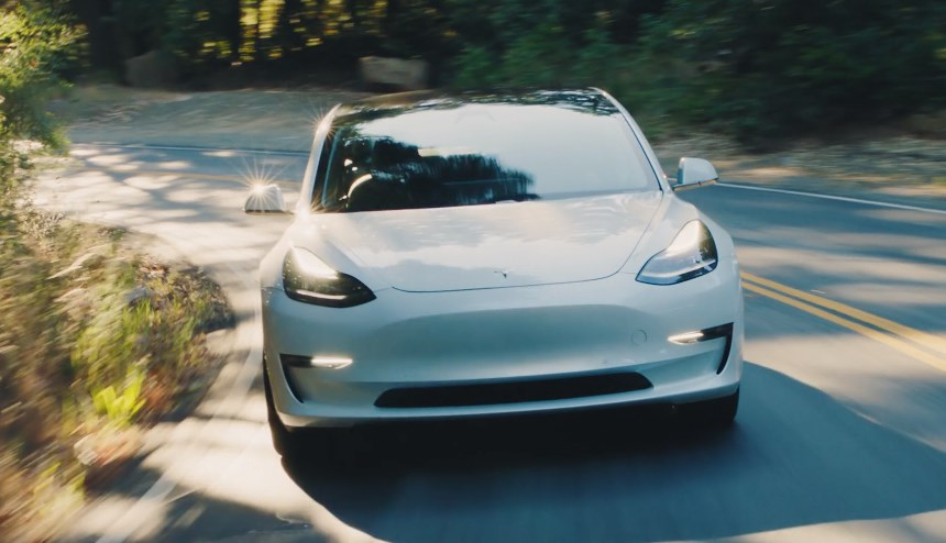 Илон Маск рассказал, что 63 тысячи человек отказались отпредзаказа Tesla Model 3