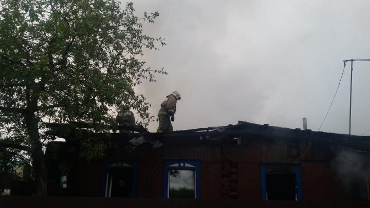 Огонь до неба: на Первомайке потушили особо сильный пожар
