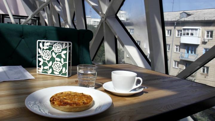 На «Студенческой» открылось кафе со стеклянной крышей