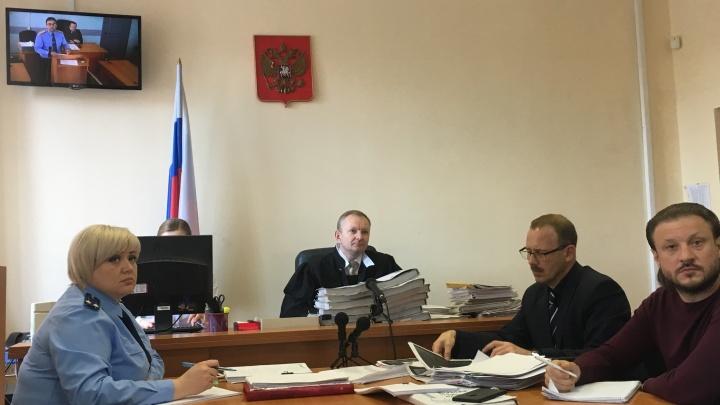 Блиц-допрос: обвиняемый Николай Сандаков заявил, что следователь запугивал его сговором с судьёй