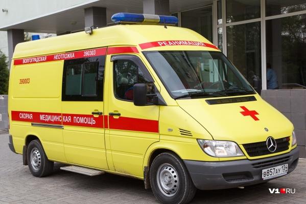 Врачи скорой доставили мальчика в больницу