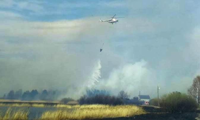 Вертолёт МЧС по пути в Пласт вылил несколько тонн воды в Красноармейском районе