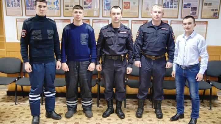 Полицейские спасли людей из горящего дома в Башкирии