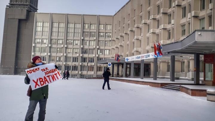 Красноярский актер устроил митинг против аномального холода