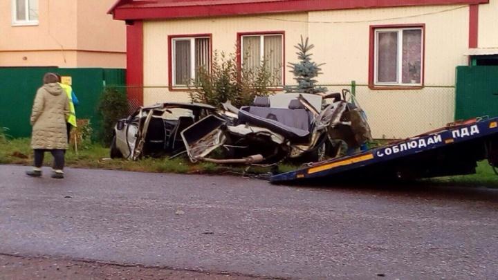 В Стерлитамаке легковушка врезалась в столб: пострадал водитель и два пассажира