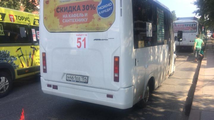 «Их пассажиры разнимали»: водители маршрутки и автобуса подрались на Богдашке после мелкого ДТП