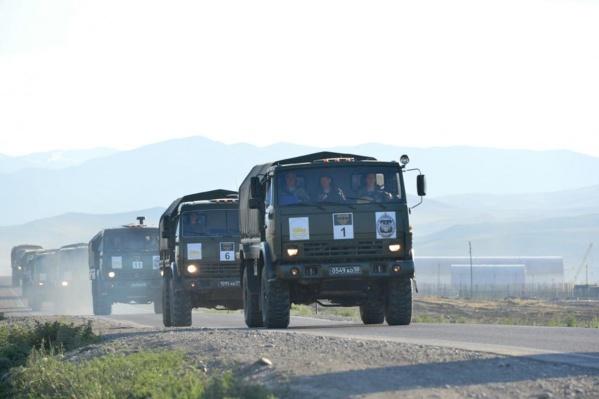 Раллийный марафон на военных грузовиках проходил по сложной горной местности Республики Тыва