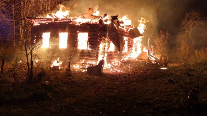 Двое мужчин погибли в субботних пожарах в Ярославской области