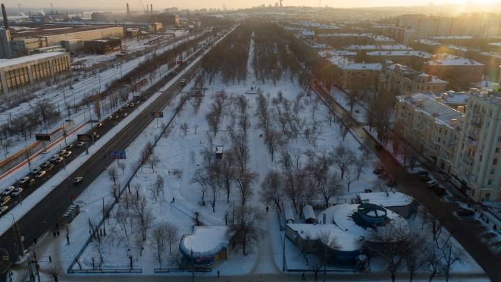 Подождем до весны: снег и лед помешали экспертам найти виноватых в парке 70-летия Победы
