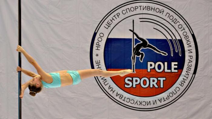 В Бердске прошли межрегиональные соревнования по необычному виду спорта —акробатике на шесте под музыку