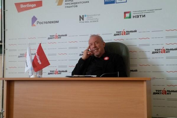 Андрей Макаревич диктует сегодня в НГУАДИ