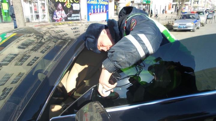 Инспекторы ГИБДД проверят тонировку на автомобилях Екатеринбурга