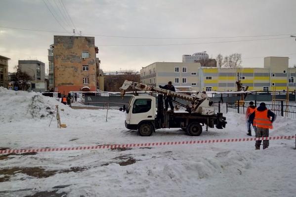 О начавшейся стройке сообщил местный житель Евгений Митрофанов. Он опубликовал видео в социальной сетиFacebook