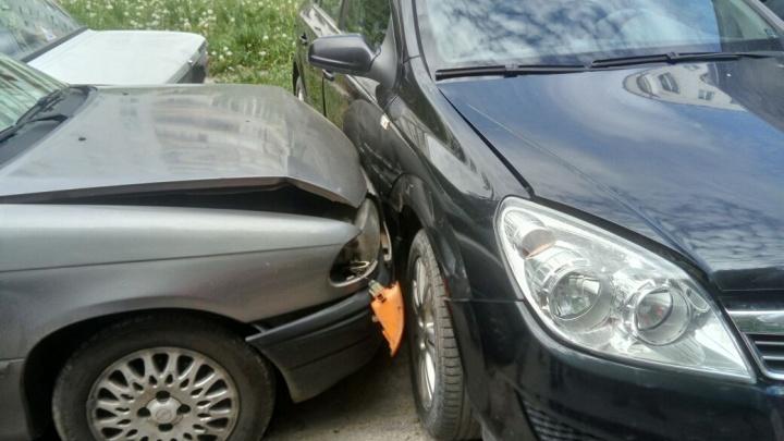 Женщина за рулём Opel устроила массовое ДТП в Академгородке
