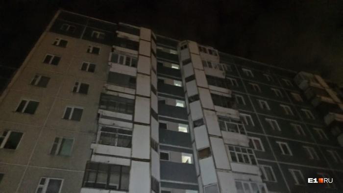 Пожар начался в квартире на четвёртом этаже многоэтажки