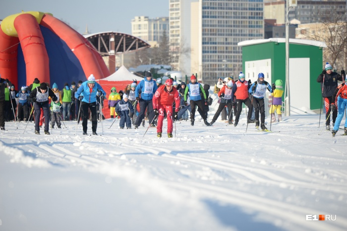 В ЦПКиО собралось много горожан и опытных лыжников, и просто любителей