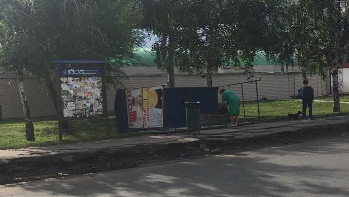 «Живая остановка»: около рынка Шапито опять перевернулся остановочный павильон