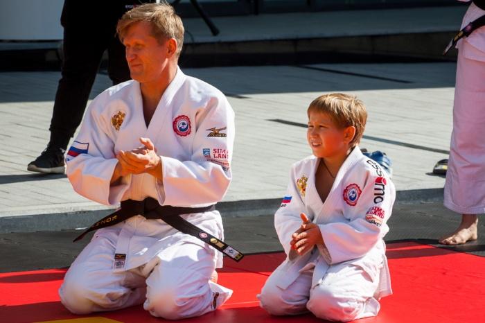 Рожков сам является кандидатом в мастера спорта по самбо
