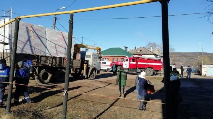 В Башкирии КамАЗ снес трубу газопровода