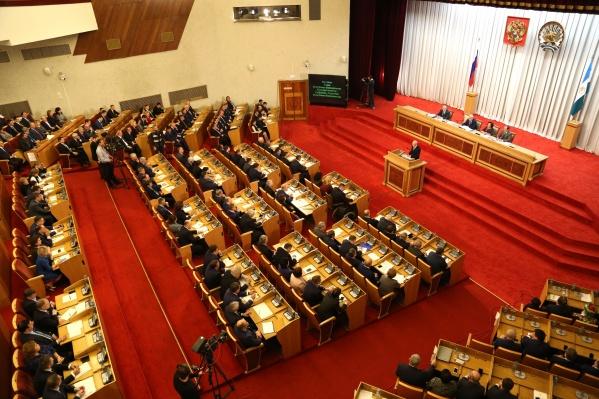 На первом заседании депутаты утвердили состав комитетов