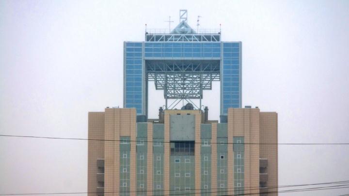 С высотного здания офиса «Газпрома» на Свердлова исчезли огромные часы