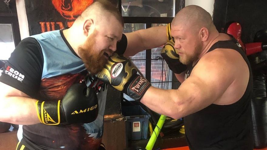 «Он обед только может мой съесть»: Безумный Макс из Челябинска подтвердил бой с Вячеславом Дациком