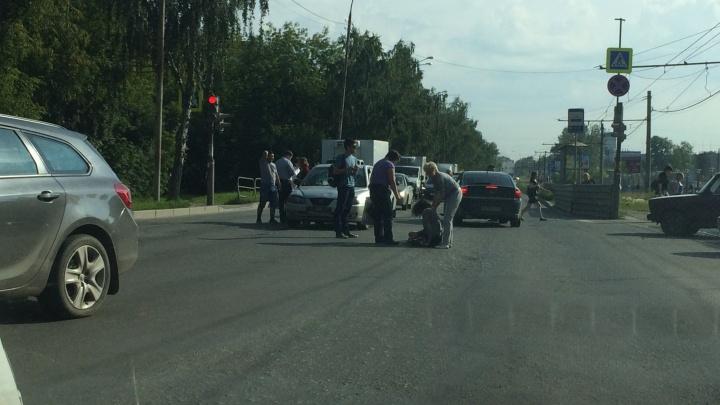 На улице Блюхера автомобиль сбил девушку-пешехода