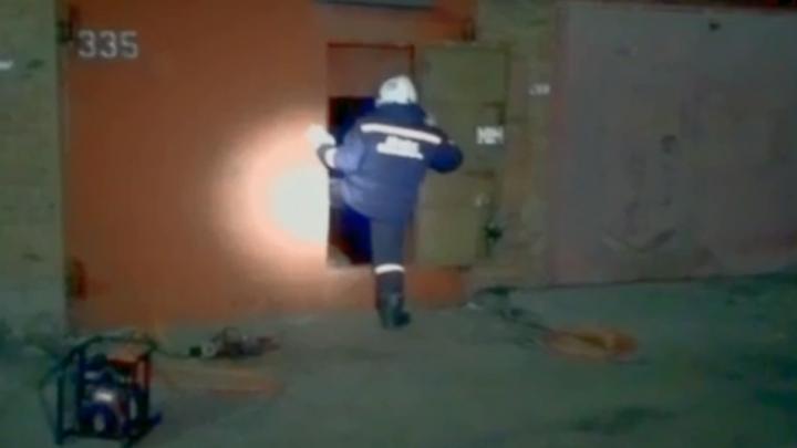Спасатели нашли в гараже новосибирца без сознания