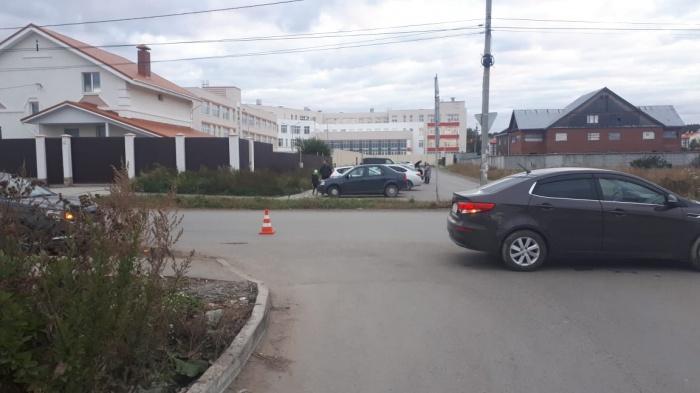 Летом у школы  установили светофор , чтобы дети не рисковали жизнью по пути на учебу