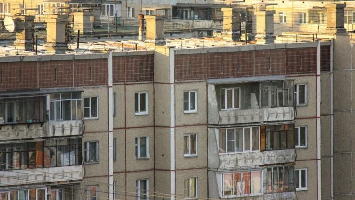 Школьник упал с крыши девятиэтажки в Челябинской области