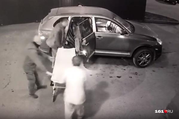 Пуля попала мужчине в ногу