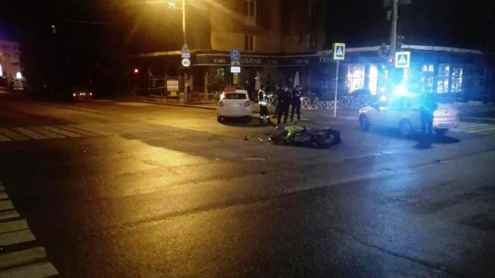 На Комсомольском проспекте в Перми ночью погиб мотоциклист