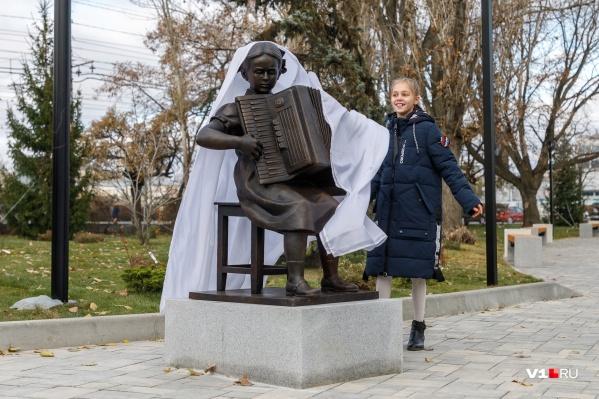 Скульптуру знаменитому композитору открыла пианистка Надя Пономарёва