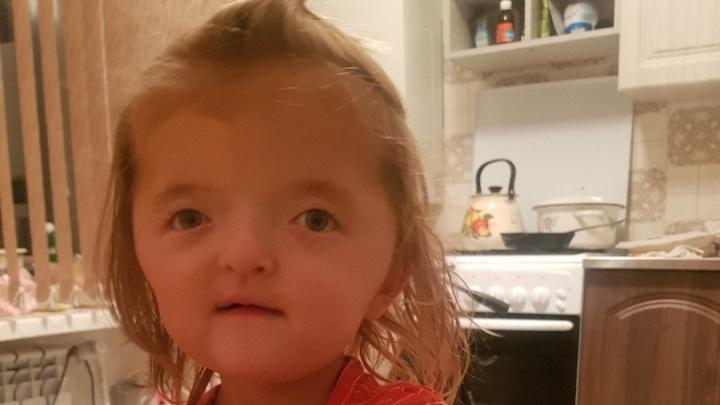 Девочка со сросшимися пальцами из Башкирии не полетела на операцию