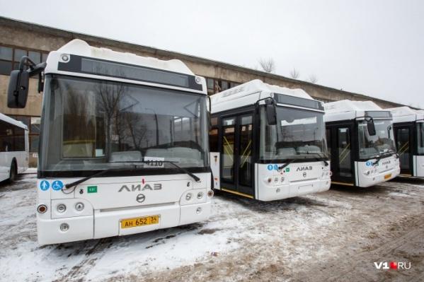 В автобусах должно быть не менее 50 сидячих мест