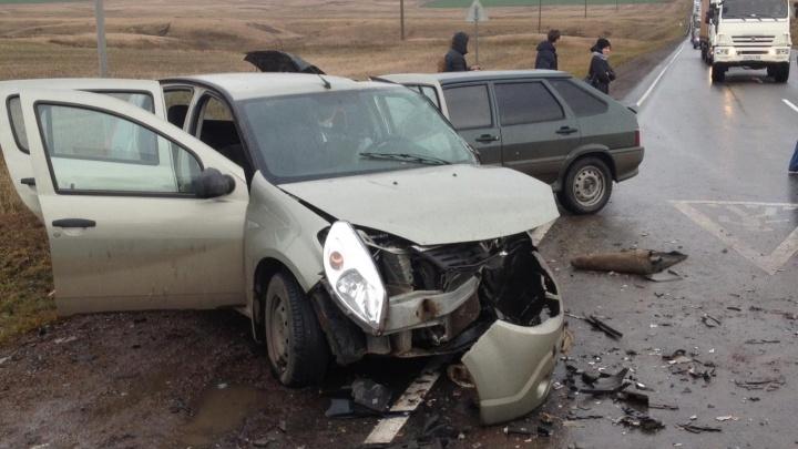 Пять человек пострадали в массовой аварии на трассе в Башкирии: столкнулись три легковушки