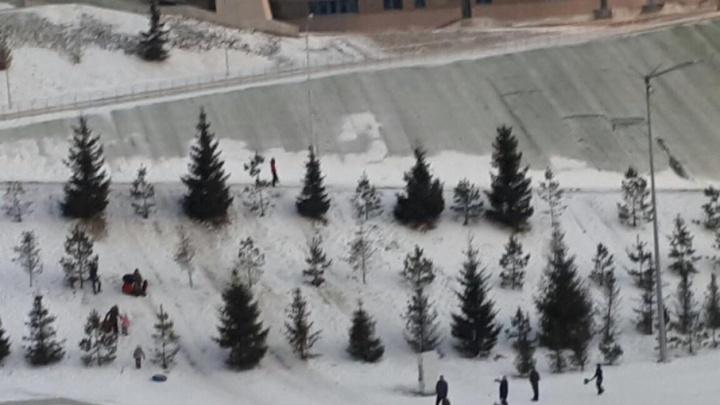 Уфимская школьница пострадала, катаясь со склона на Конгресс-холле