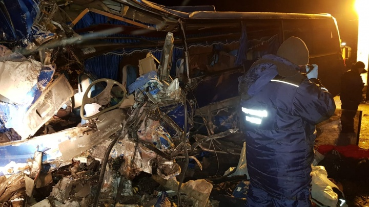 Ехал в вахтовом автобусе: родным погибшего в ДТП под Нефтеюганском самарца выплатят 300 000 рублей