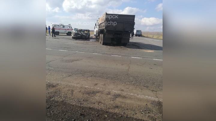 На автодороге в Назаровском районе КАМАЗ раздавил легковушку с тремя пассажирами
