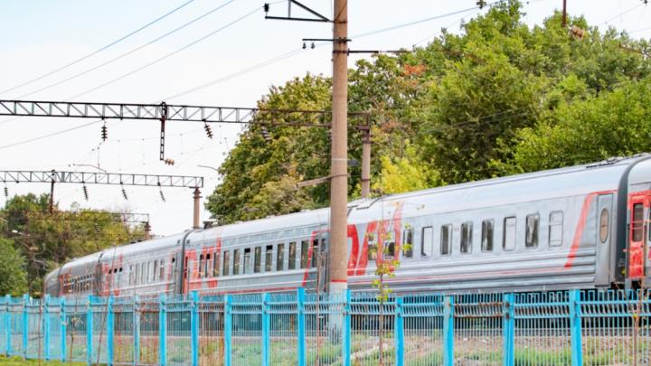 Никто не заходит и не выходит: у девяти пригородных поездов отменяется часть остановок