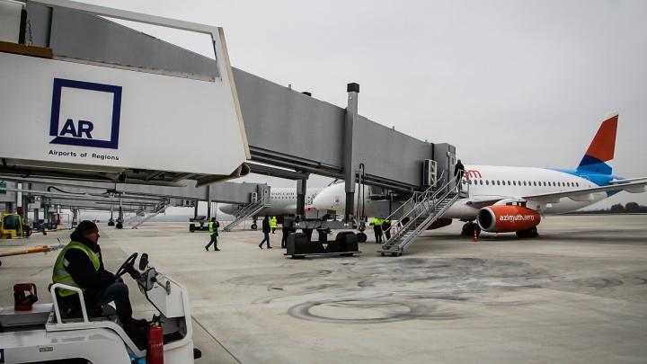 Из-за снегопада из Платова не могут вылететь четыре самолета