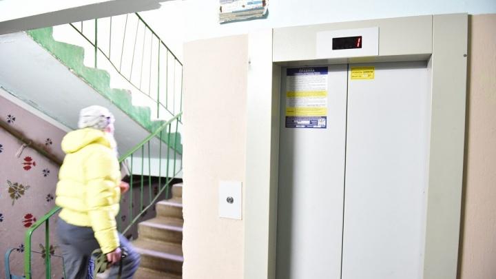 Умер мгновенно: в Ярославле в шахту лифта сорвался 25-летний мужчина