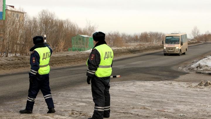 В ГИБДД объяснили, почему по всему Омску стоят регулировщики