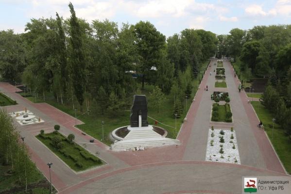 Хулиганами были повреждены светильники вдоль аллей, которые находятся в сквере 50-летия Победы