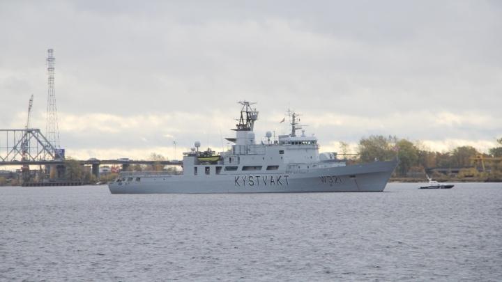 «Обмен информацией об угрозах»: зачем в Архангельск прибыло судно норвежских пограничников