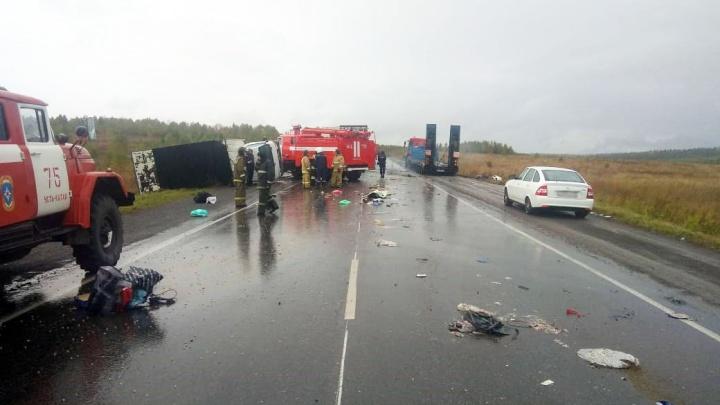 Появились первые кадры с места смертельной аварии на трассе в Башкирии
