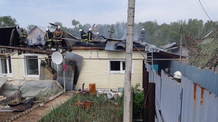 Стали бомжами? Из-за пожара в Рубежном без крыши над головой оказались 5 семей