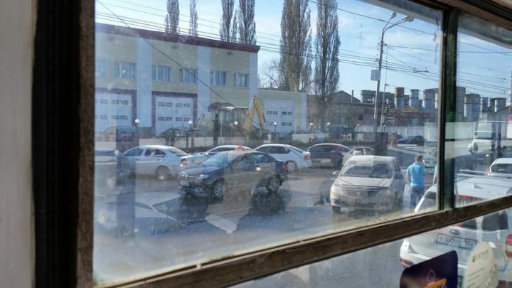 В Уфе у троллейбуса оборвались провода: движение затруднено