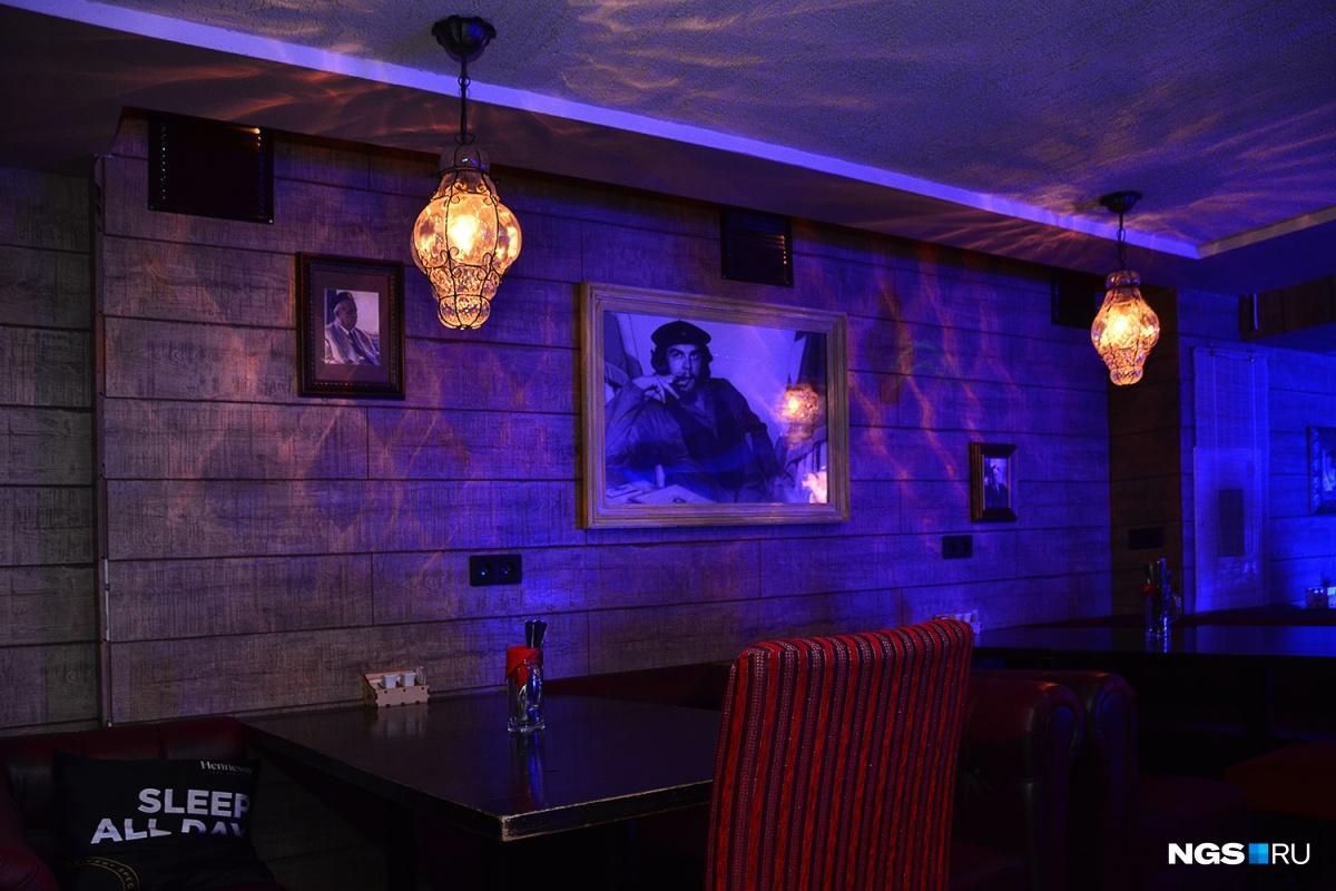 Яндекс под стол под юбки фото 758-930